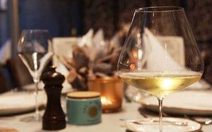 wijnrestaurant in antwerpen glas wijn